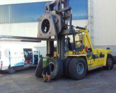 Montáž EM pneu na kontejnerový nakladač